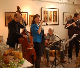 Das Blue Monday Jazz Trio auf einer der Nymphenspiegel-Ausstellungs-Vernissagen im Grünen Saal des Botanischen Gartens